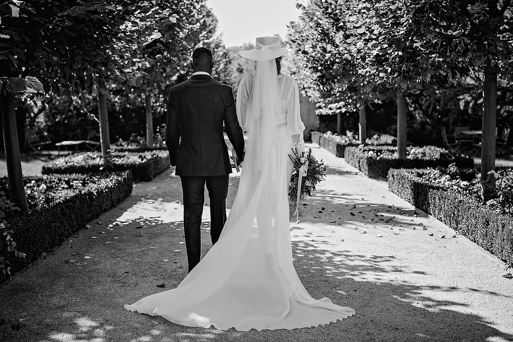Pareja novios pandemia, boda íntima