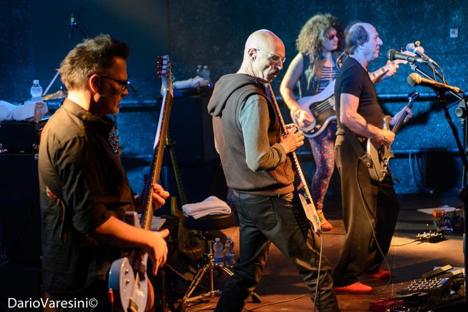 Tony Levin y Adrian Belew en Pisa (Crimson ProjeKCt)