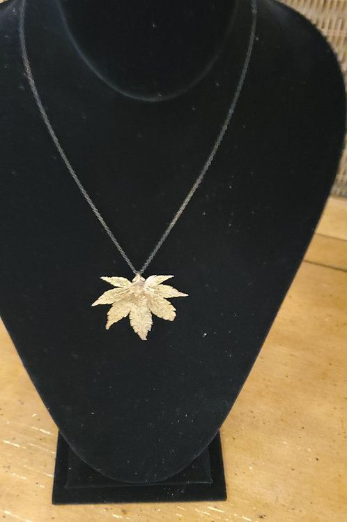 Thin chain necklace with gold tone 420 leaf