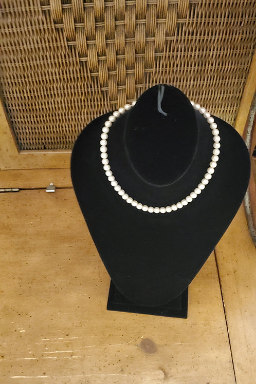 Medium pearl bead necklace