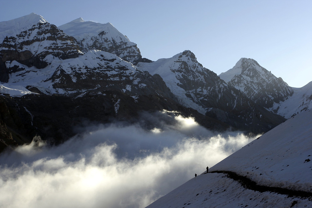 Jutranji vzpon na prelaz Thorong la, ki povezuje dolini rek Marsijandi in Kali Gandaki