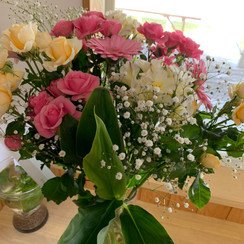 opening welcome flower bouquet