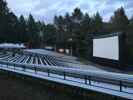 豊かな自然の中の映画館「Freiluftkino Rehberge」