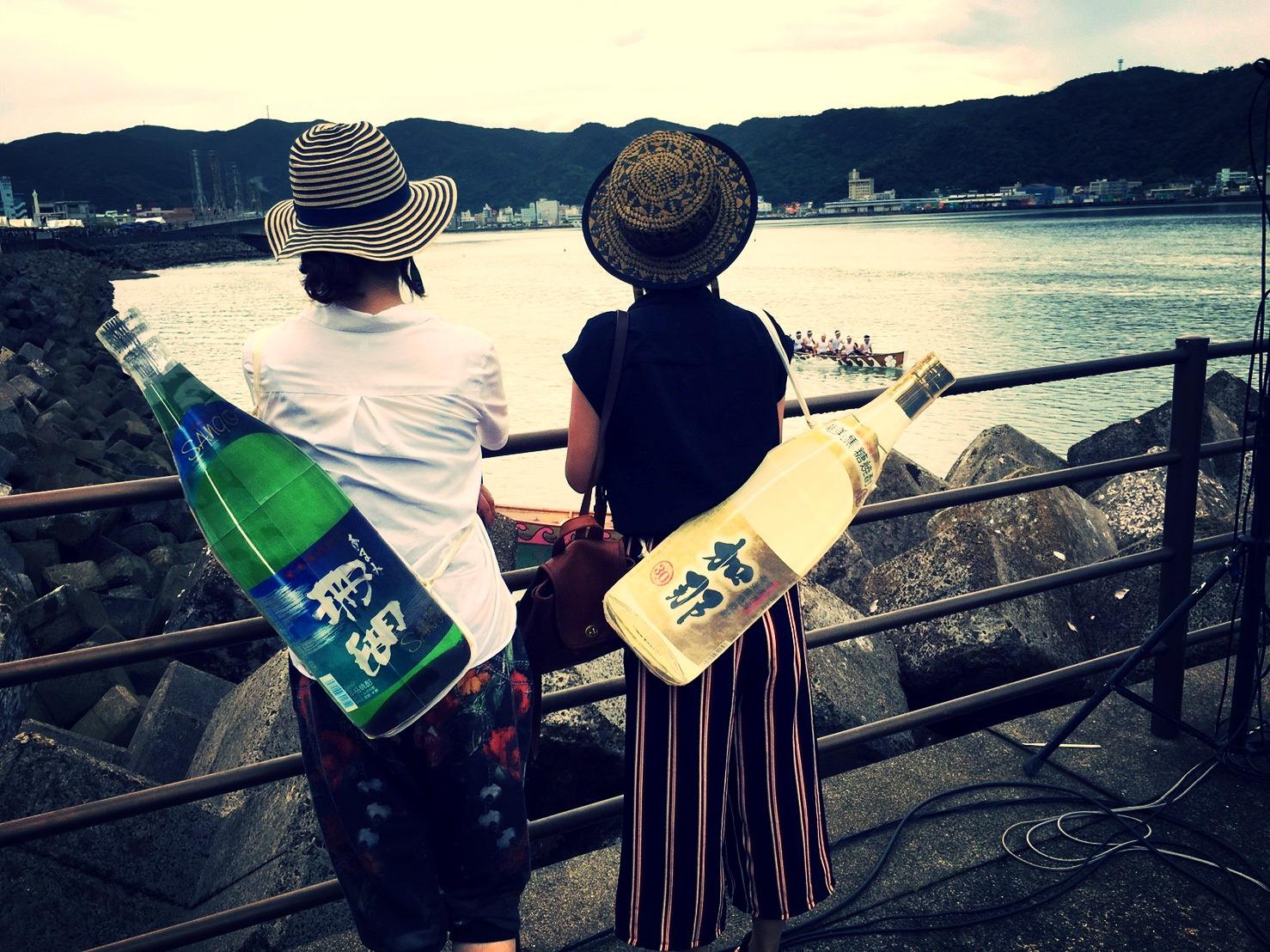 西平せれなと佐野 番組レポーター@奄美まつり舟こぎ競争大会2016