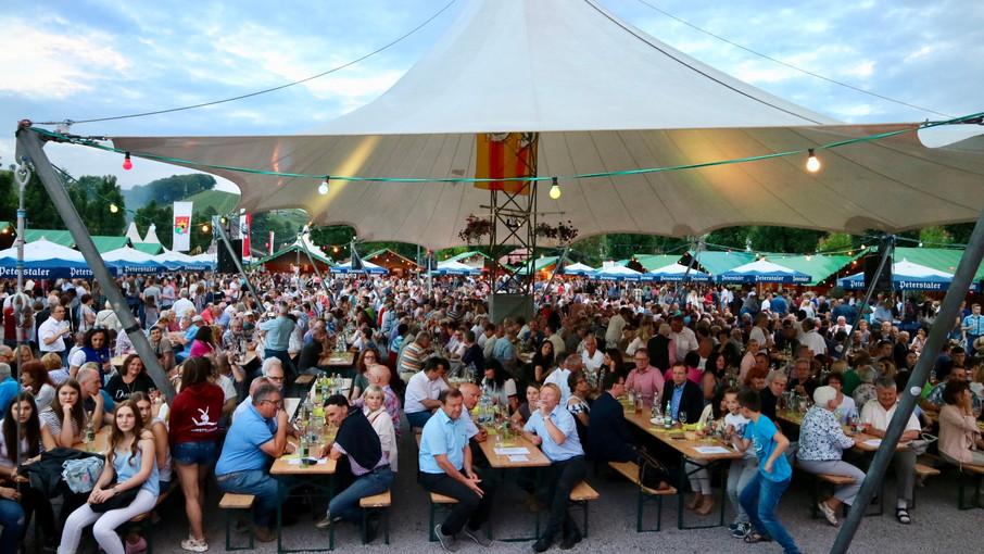Tausende feiern beim Durbacher Weinfest