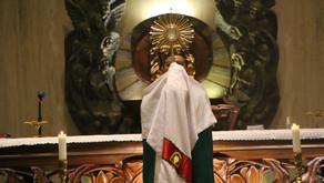 Misa Adorasi dan Berkat Penyembuhan oleh RD Rochadi