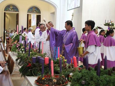 Lomba Korona Adven Natal