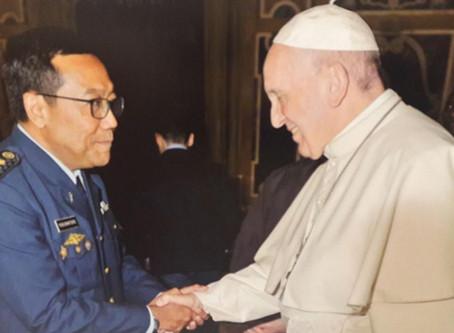 Bapa Paus, TNI itu Humaniter