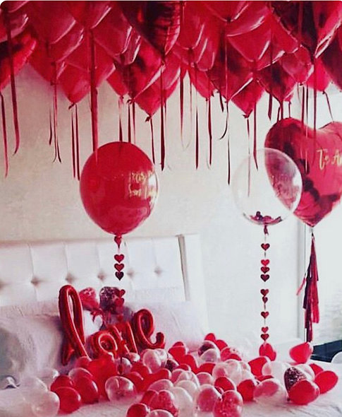 Valentines Ceiling Balloons With Ribbons