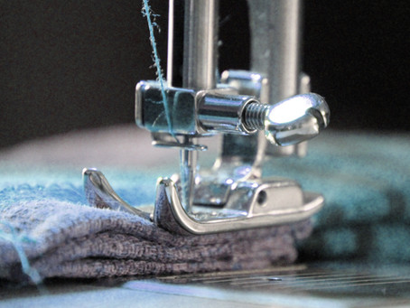 Video: How to Thread a Sewing Machine