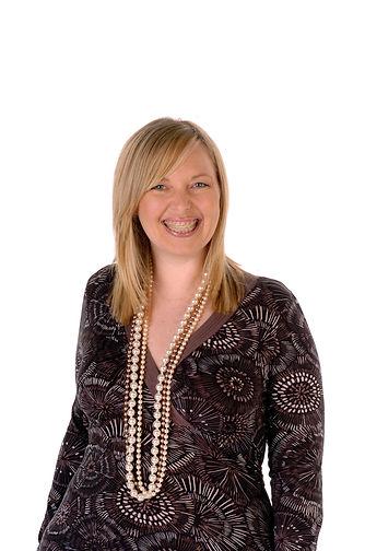Helen Knott native English female voiceover voice talent