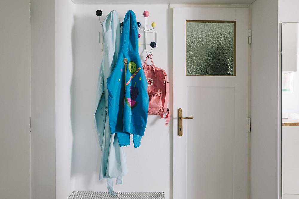 """""""Hang it all"""" - Garderobe, entworfen von Charles und Ray Eames im Jahr 1953."""