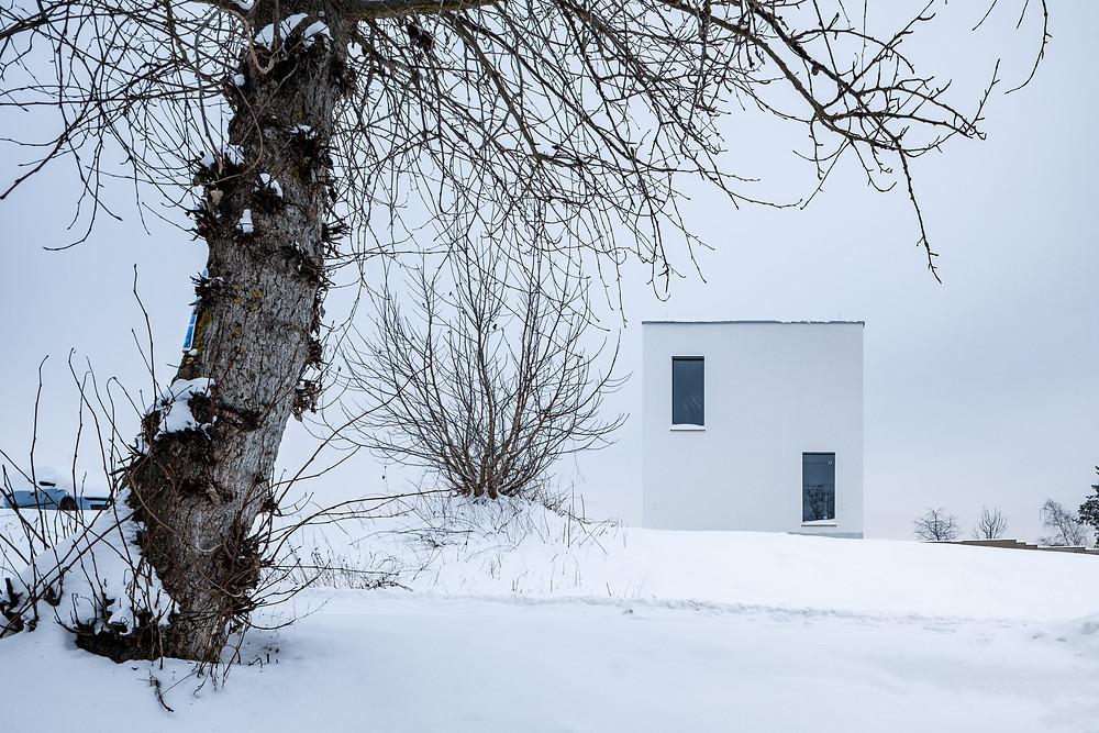 NEUHÄUSL HUNAL | house with bridge