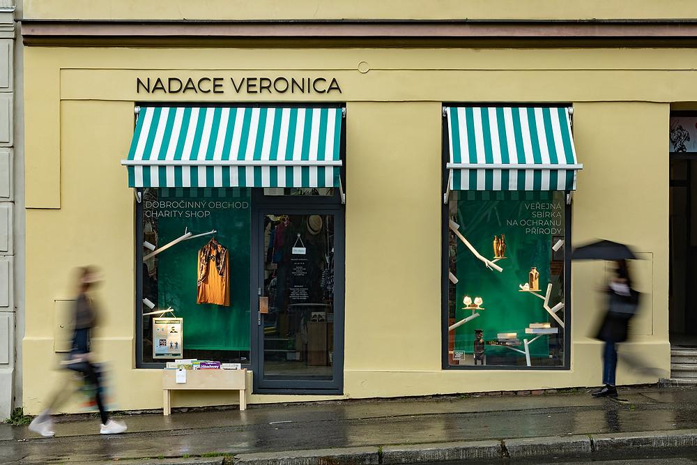 Window display of Nadace Veronica's charity shop | Brno, 2020