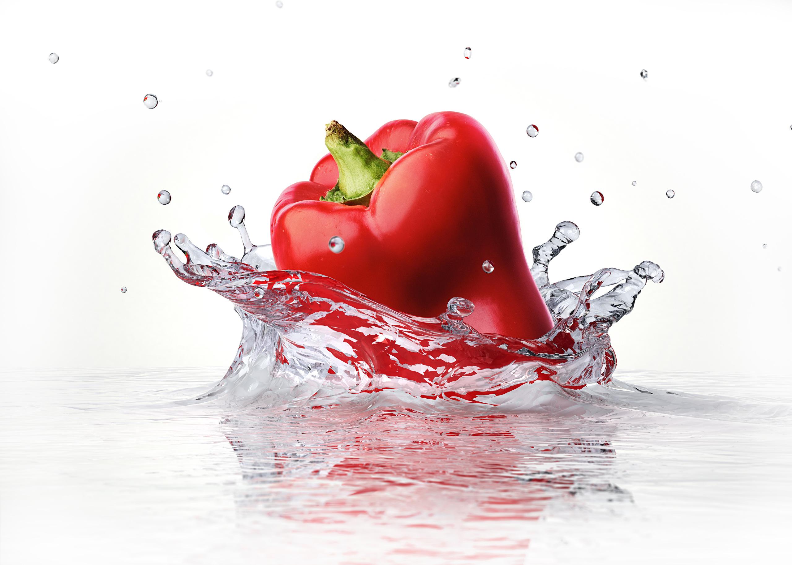 Pepper_Closeup_Water_Red_429926