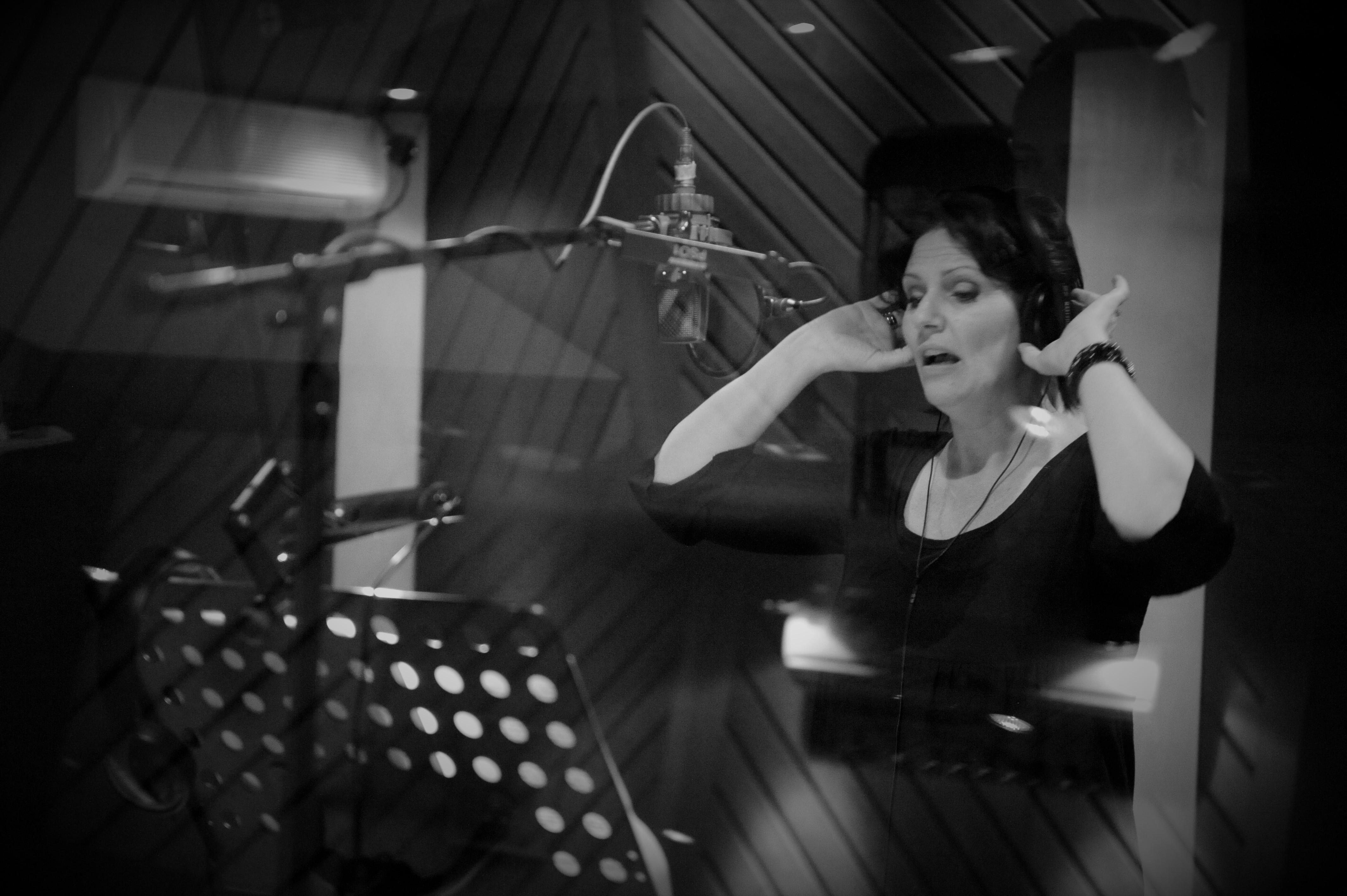 Yvonne in studio