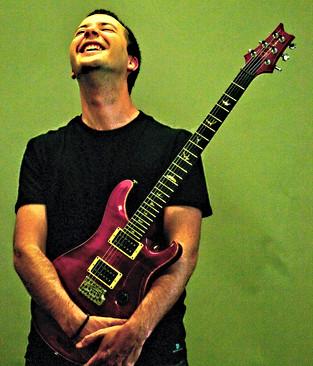 GONZALO PALACIOS   Guitarra   El Piloto de seguridad