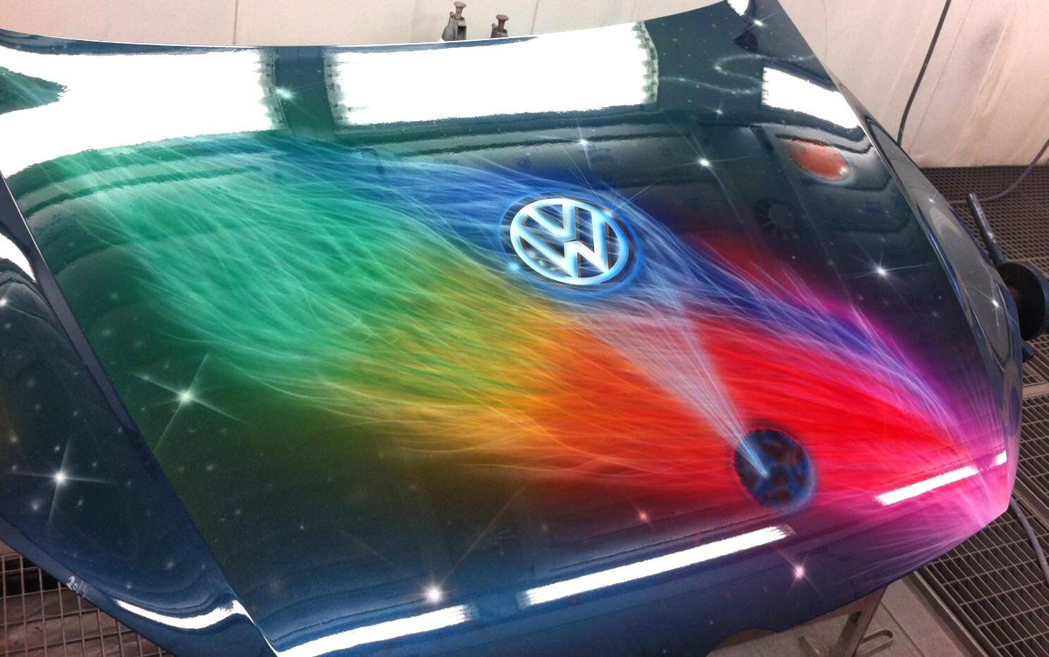 Airbrush auf einer Motorhaube