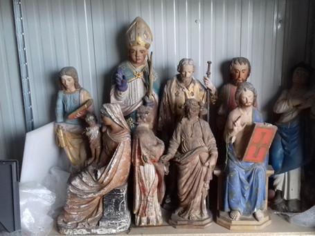 Lot de sculptures en traitement avant restauration