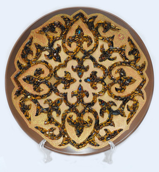 Орнамент-Камень d-25см. Керамическая тарелка декорированная натуральным камнем тигровый глаз. Цена 12000.jpg