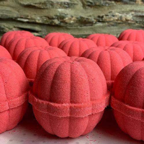 Lingonberry Spice large bath bomb