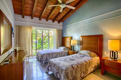 3rd bedoom 2 twin beds.jpg