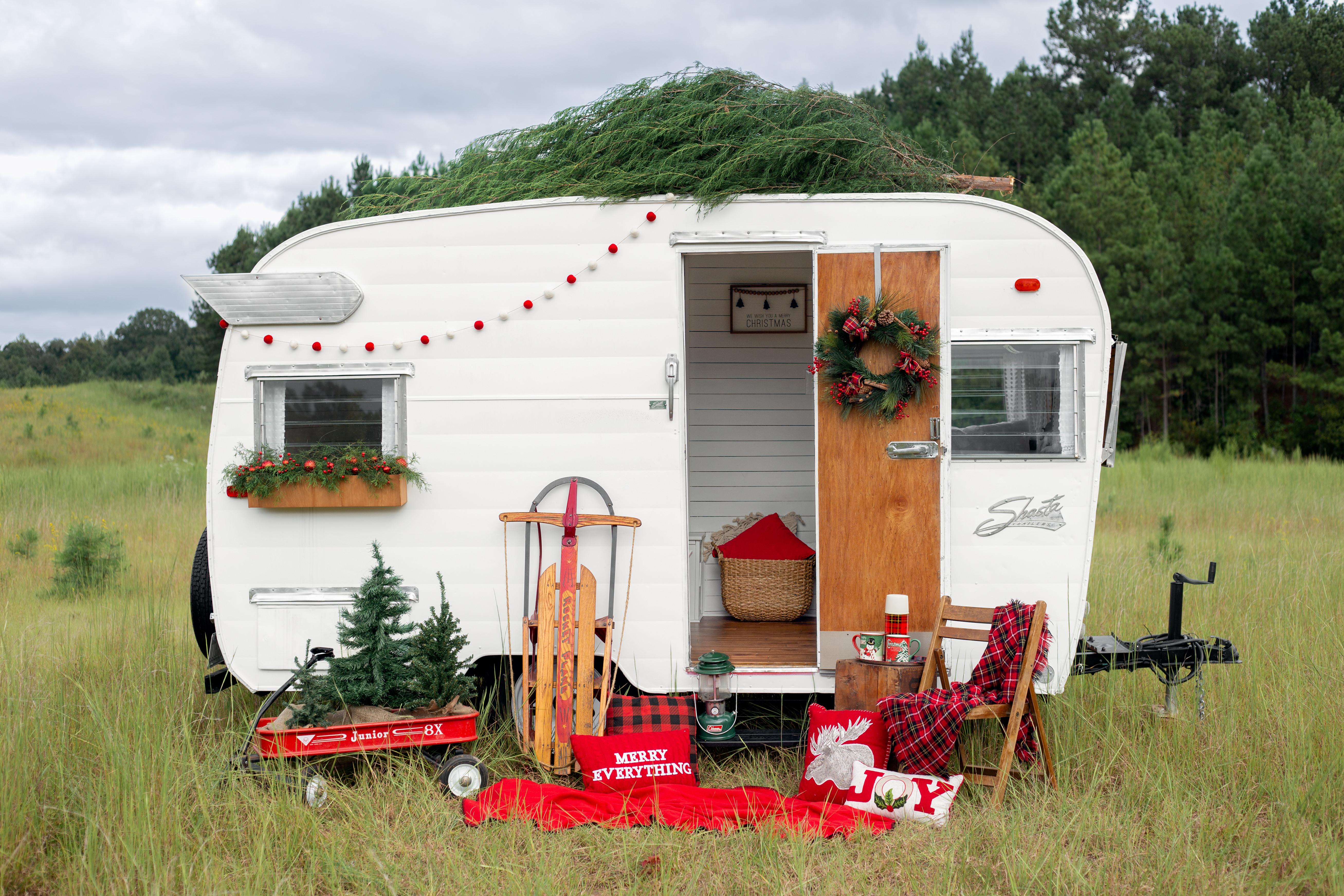 Vintage Camper Christmas Mini Session