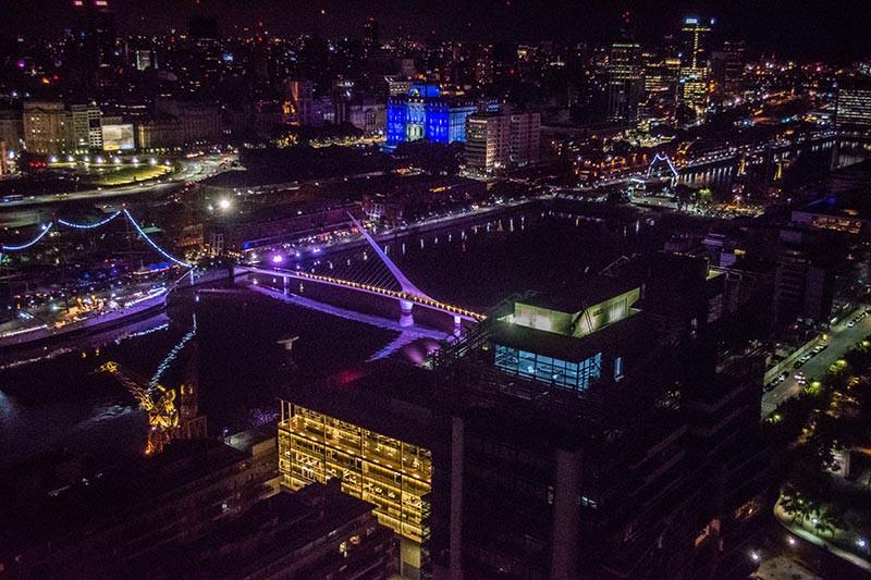 Crystal_Bar_Rooftop_BA_Turista_En_Buenos_Aires_Puerto_Madero_Terrzas_Night_Noche_Puentedelamujer