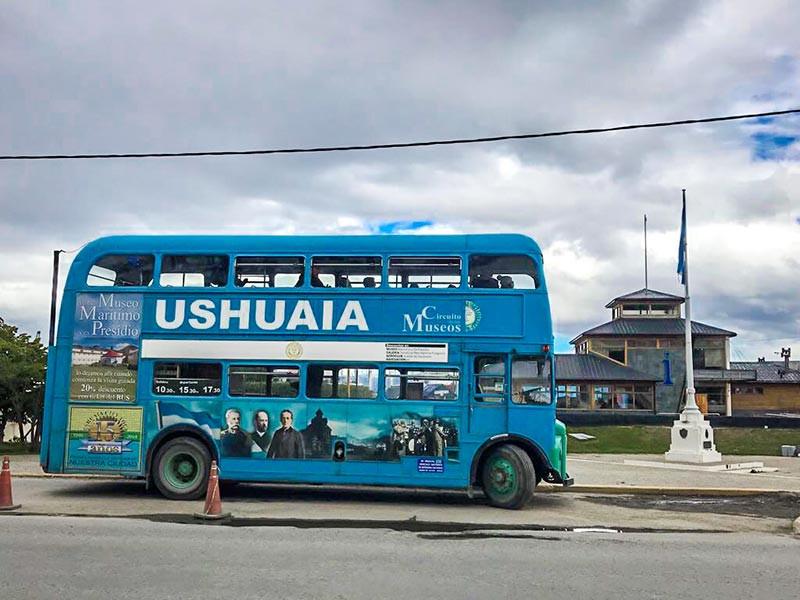 Ushuaia_FinDelMundo_Faro_Turista_en_Buenos_Aires_NearBA_Bus