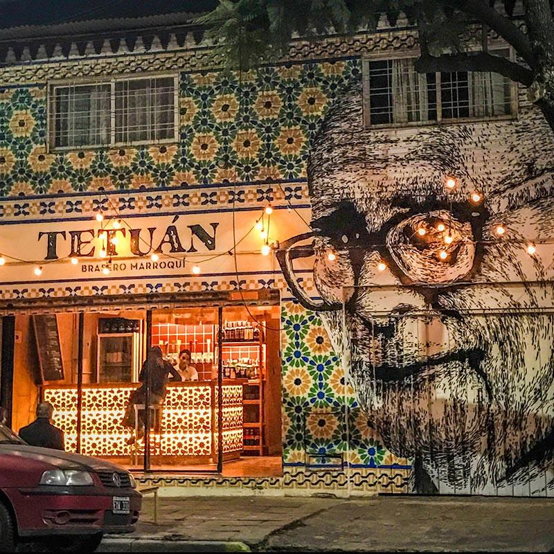 Turista_en_Buenos_Aires_Tetuan_Brasero_Marroquí