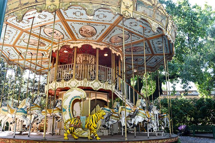 Turista_en_buenos_aires_Programas_con_niños_kids_carrusel_arcos_del_rosedal