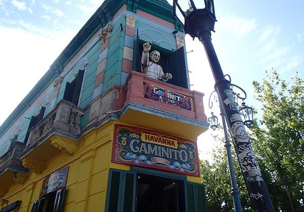 Turista_en_Buenos_Aires_LaBoca