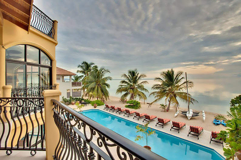 Turista_en_Buenos_AIres_Belize_Belize_FarFromBA_VillaVErano