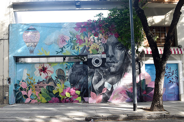 Turista_en_Buenos_Aires_Mural_Street_Art_TEBA_josefina_DiNucci