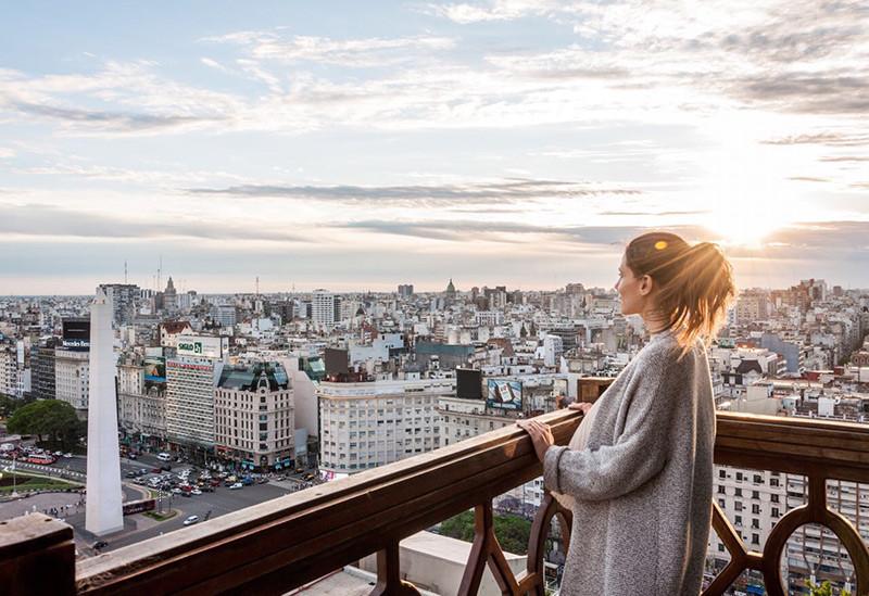 Roofbar_turista:En_BuenosAires_Argentina_Obelisco_Panamericano