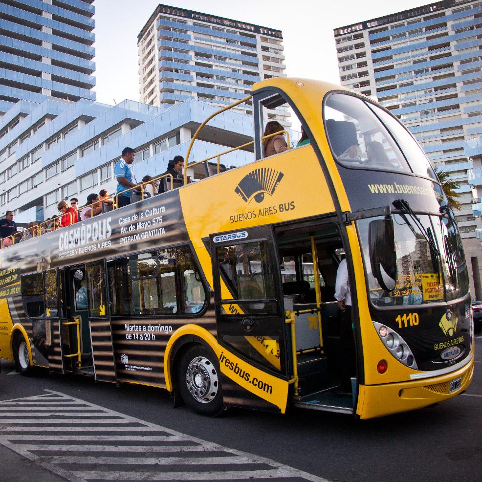Turista_en_Buenos_Aires_BA_Bus_Argentina
