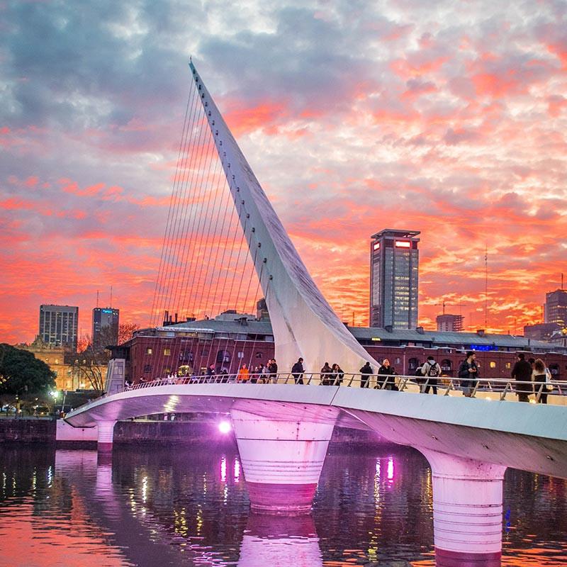 10_razones_visitar_BA_Turista_En_Buenos_Aires_Argentina_Puente_de_la_Mujer_PuertoMadero