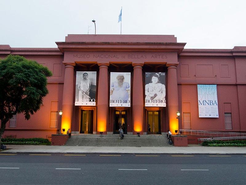Turista_en_Buenos_Aries_Museos_Bellas_Artes