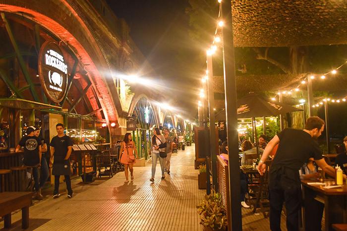 Arcos_Del_Rosedal_Turista_en_Buenos_Aires_LagosDePalermo_Rock&Ribs