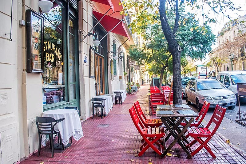 AvCaseros_Boulevard_Turista_En_Buenos_Aires_San_Telmo_Club_social_deluxe