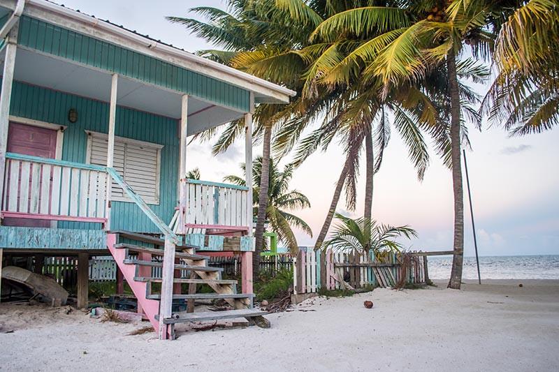Turista_en_Buenos_AIres_Belize_Belize_FarFromBA_CayeCaulker