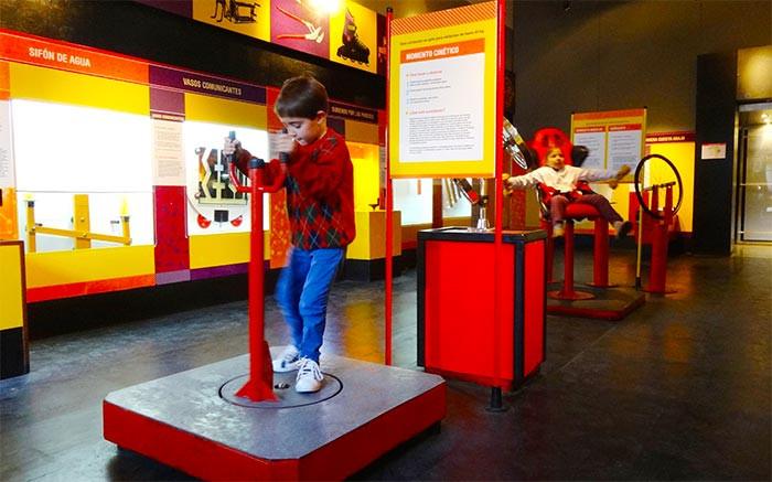 Turista_en_buenos_aires_Programas_con_niños_kids_museo_prohibido_no_tocar