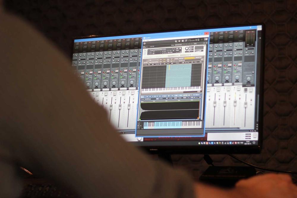 Marcos Ciscar Sampled instrument Loot Audio