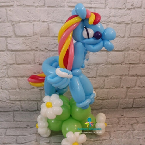 Dashing rainbow little pony