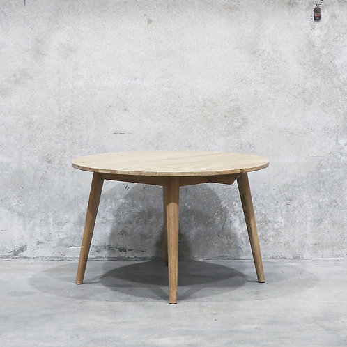 Vaasa Round Oak Table - 120cm