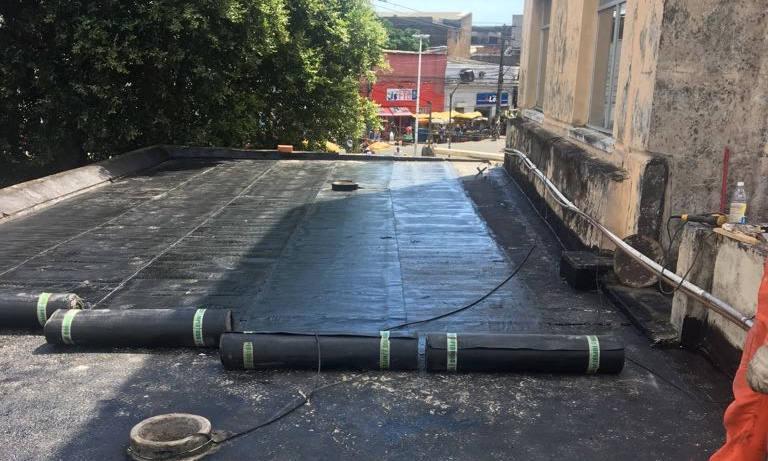 Impermeabilização de marquise na estação de trens na calçada em Salvador - CTB