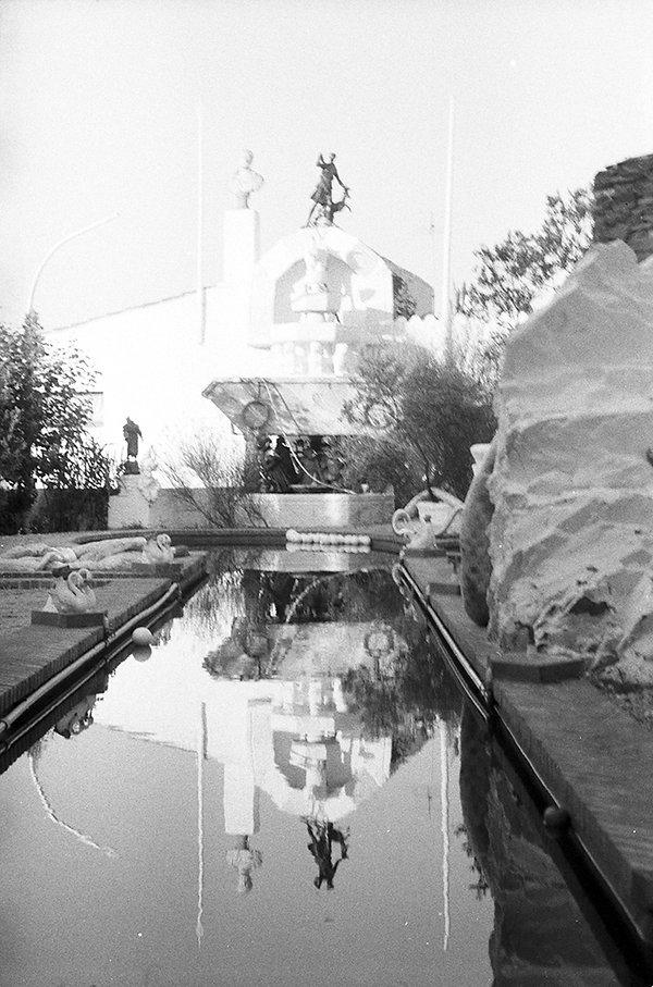 Dali's garden & pool_1976.jpg