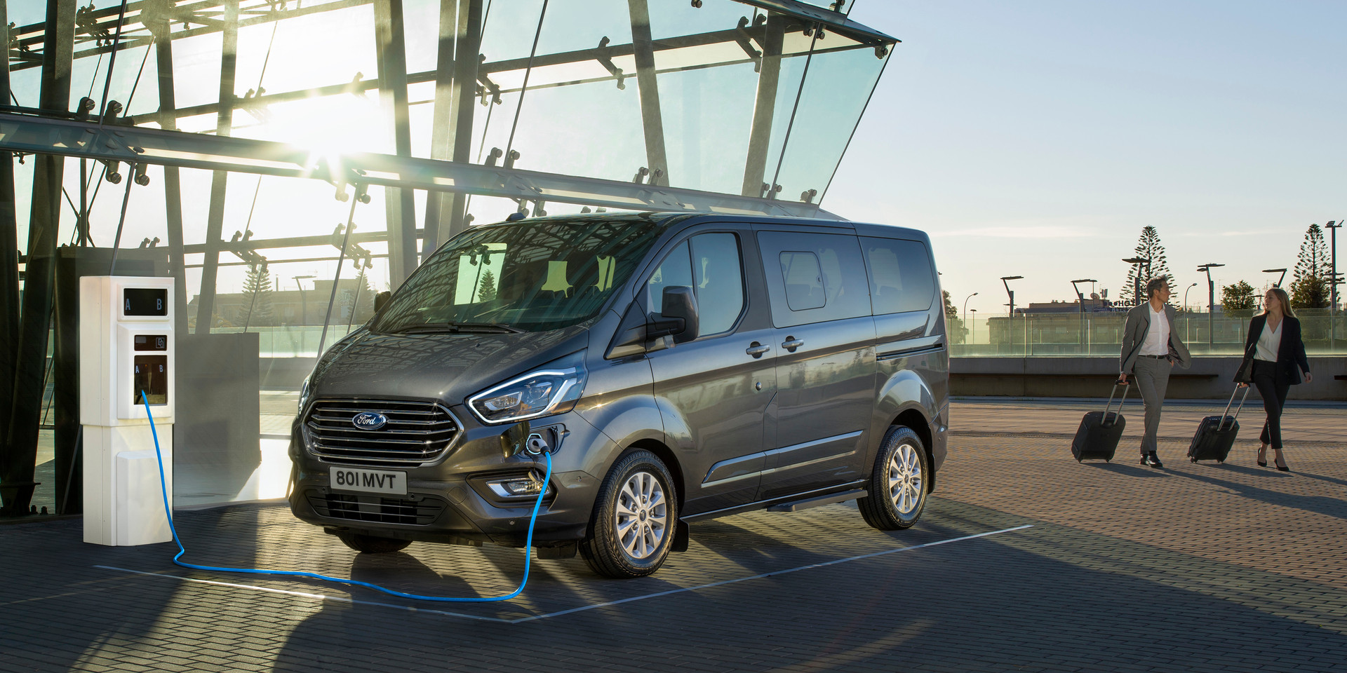 2019_FORD_TOURNEO_CUSTOM_PHEV__01.jpg