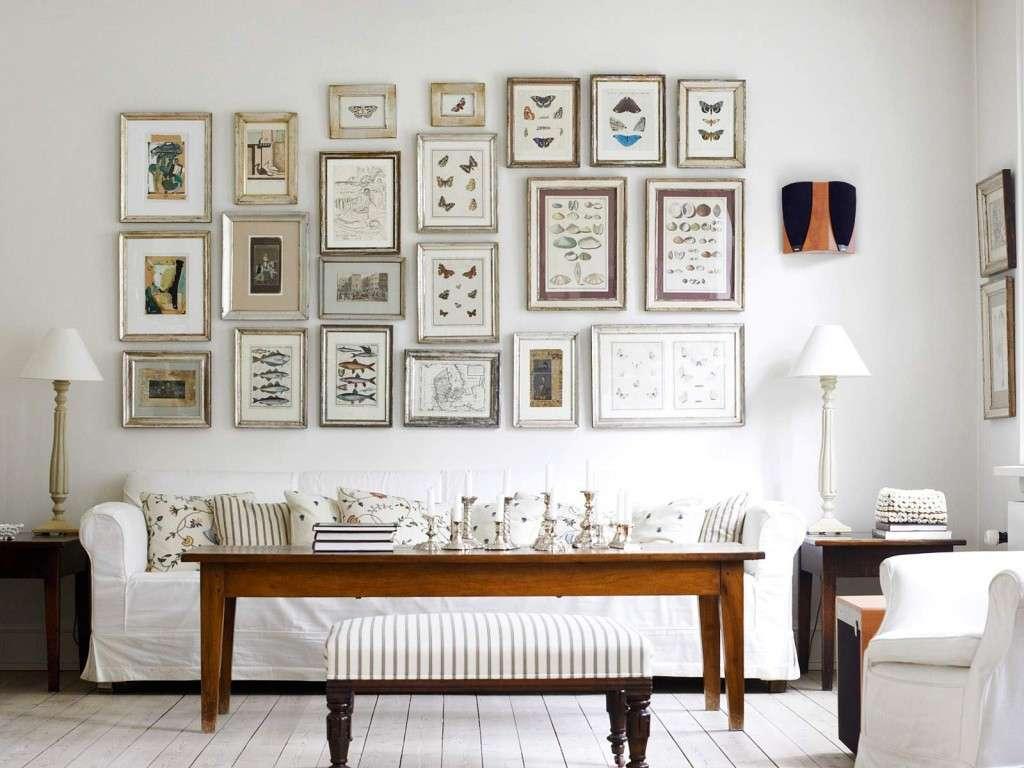 Pareti Con Cornici Diverse appendere i quadri: come orientarli bene sulla parete?