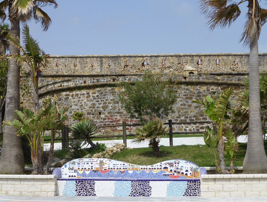 Duquesa Castle and tiled bench